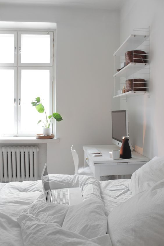 18-serene-white-bedroom-with-a-white-desk