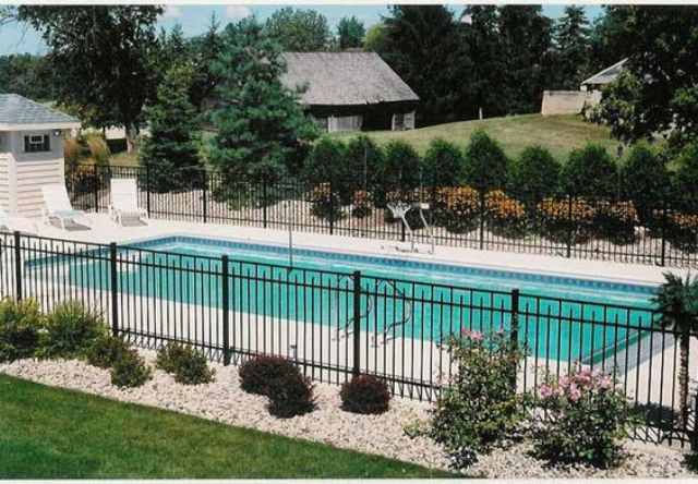 21-blackened-metal-pool-fence