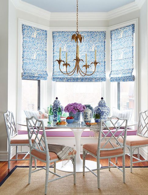 23-Chinoiserie-breakfast-nook-in-bold-shades