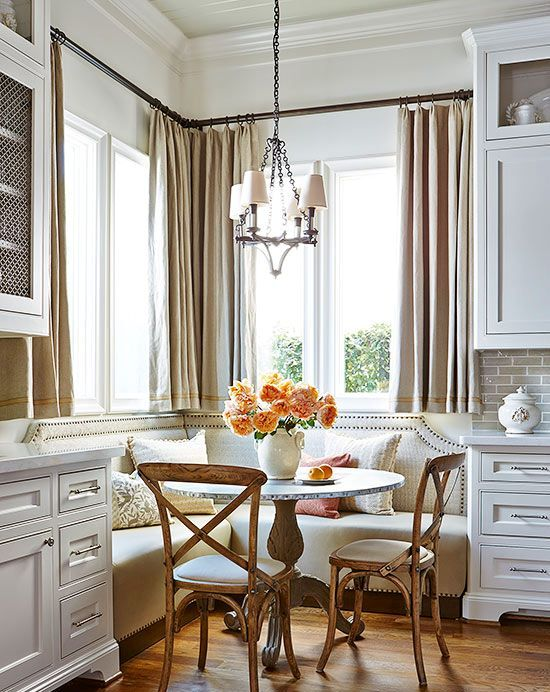 26-cozy-and-warm-traditional-breakfast-nook