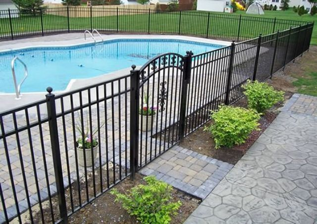 26-metal-pool-fence
