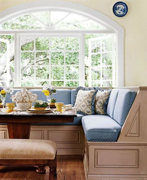 29-refined-vintage-breakfast-nook-mixing-blue-and-tan-colors