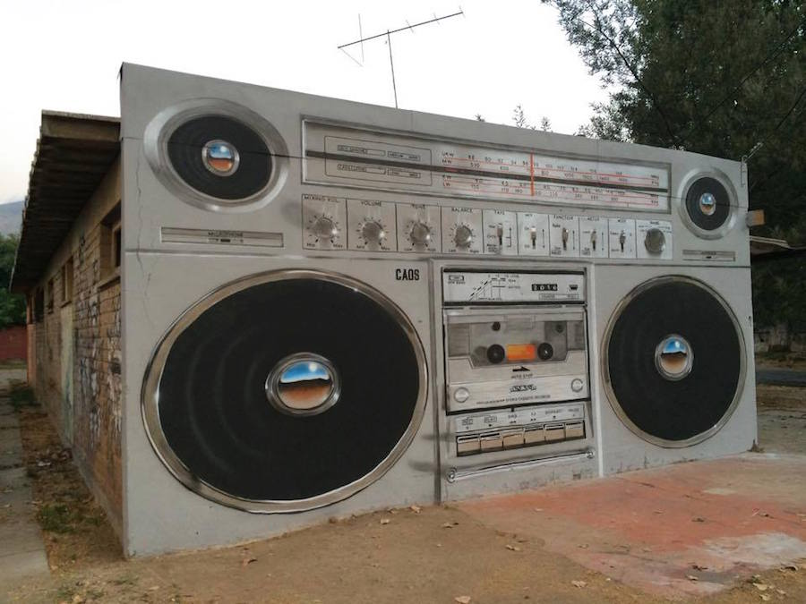Giant-Boombox-Mural-in-Chile0