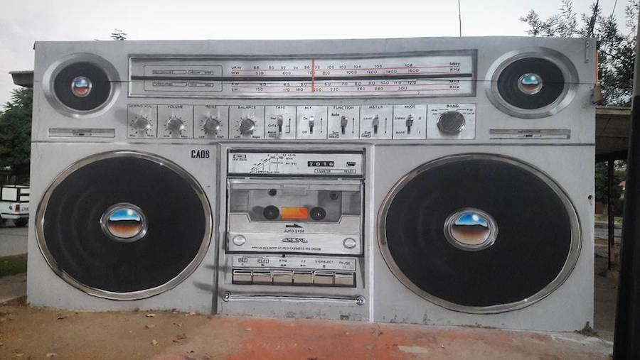 Giant-Boombox-Mural-in-Chile4