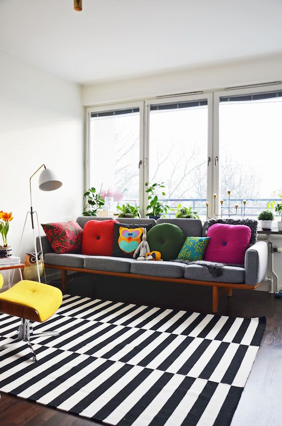 colorful-mid-century-living-room-with-Stockholm-rug