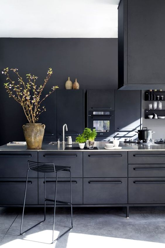 cozy-industrial-all-black-kitchen-clad-with-metal