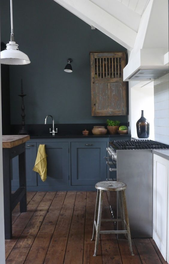dark-grey-kitchen-with-industrial-and-shabby-touches
