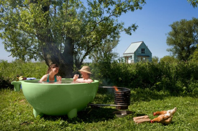 02-Haul-the-tub-to-a-desired-location-set-a-fire-and-enjoy-the-bathing-experience