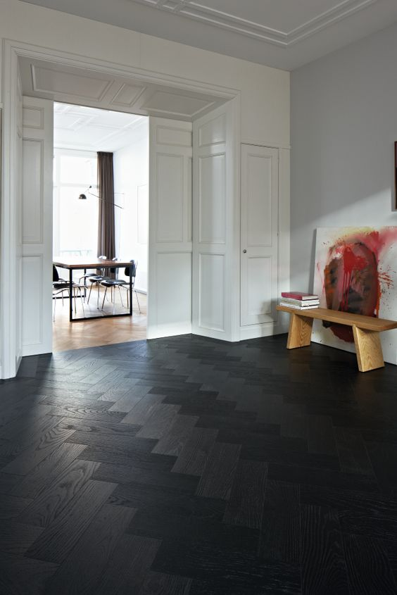 02-black-patterned-wooden-floor-for-an-entryway