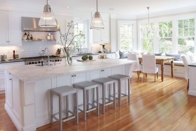 02-natural-warm-colored-bamboo-floors-give-this-chic-kitchen-a-comfy-look