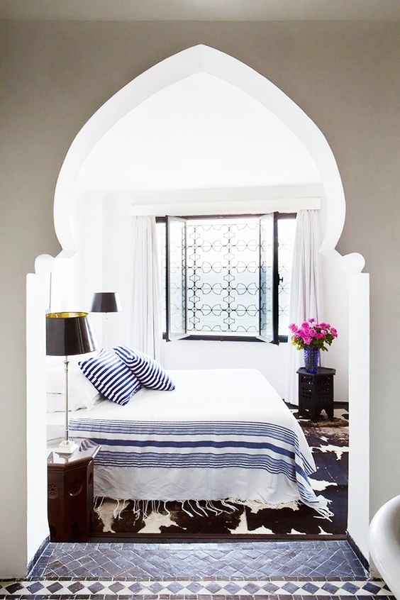 03-pretty-archway-for-a-coastal-bedroom