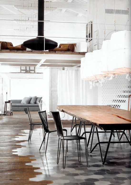 04-Hexagonal-tiles-in-the-dining-zone-and-wood-around-it
