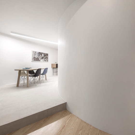 04-One-single-wall-half-circular-in-plan-was-proposed-for-the-apartment