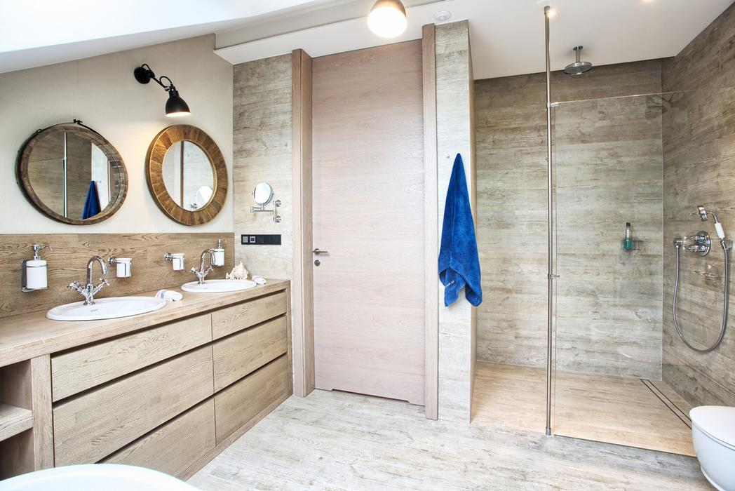04-Wood-gives-the-bathroom-warmth-and-style