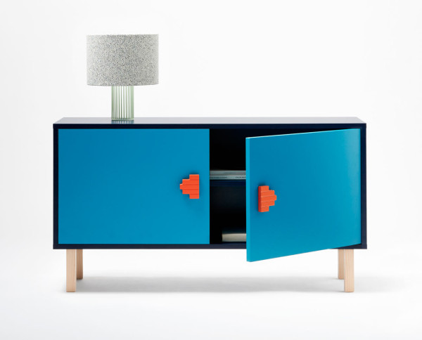 04-You-can-find-another-option-in-bold-blue-with-bright-orange-geo-handles