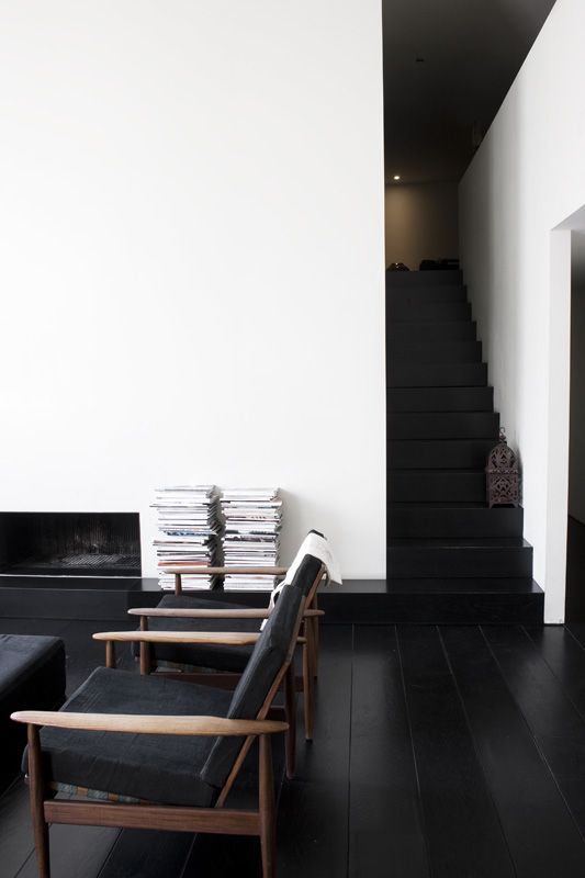 05-black-wooden-floors-here-are-an-important-part-of-monochrome-decor