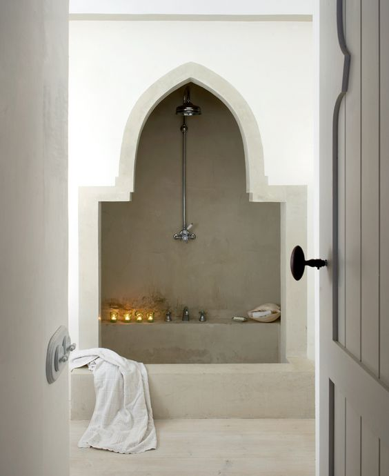 06-arch-that-frames-bath-and-hosts-some-concrete-shelves
