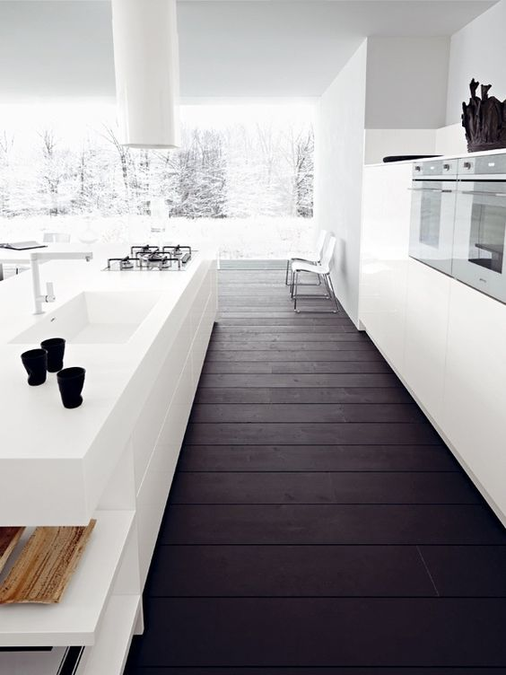 06-dark-purple-woo-plank-floors-for-a-clear-white-space