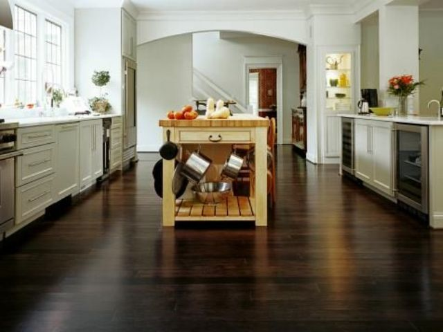 07-dark-horizontal-grain-bamboo-floors-lend-drama-and-elegance-in-an-open-kitchen