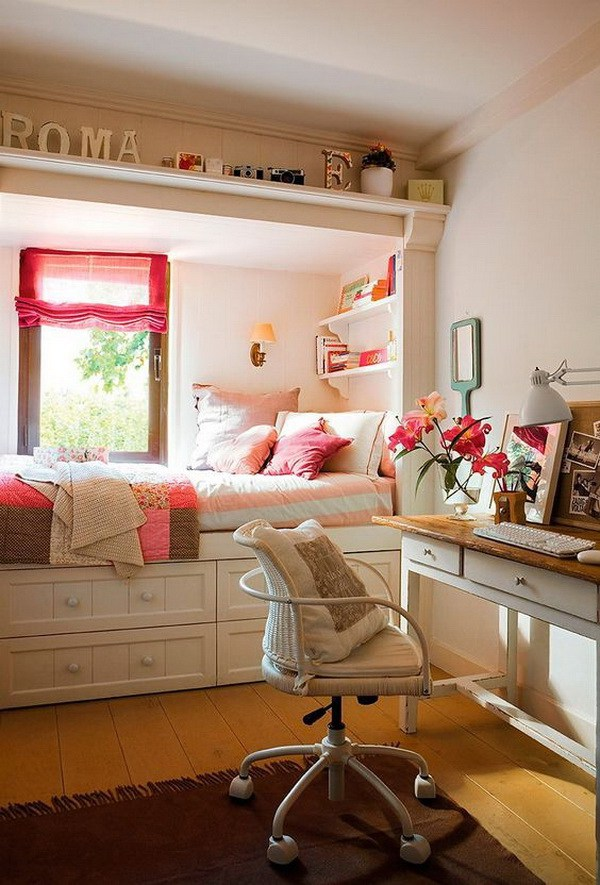 09-the-bed-is-located-in-the-window-niche-which-separates-it-from-the-rest-of-the-room