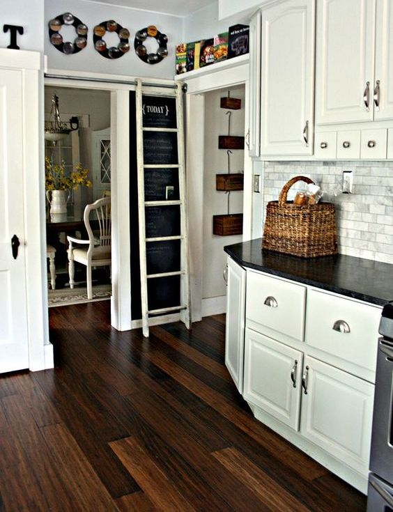 10-contrasting-dark-grain-floors-for-a-rustic-white-kitchen
