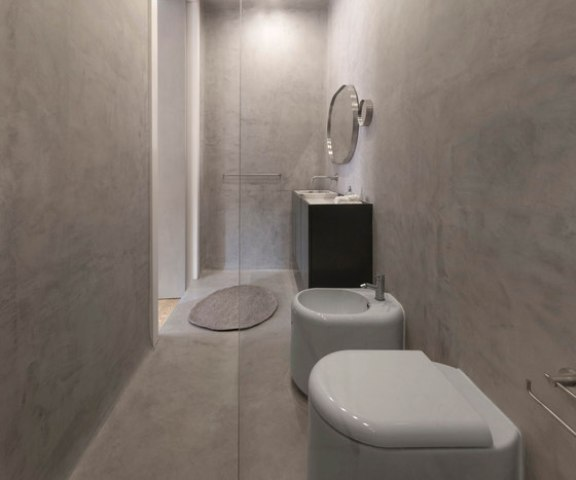 13-The-bathroom-is-small-clad-with-marble-inspired-tiles