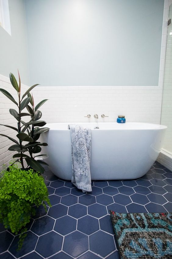 14-blue-hexagon-tiles-and-greenery-make-up-the-whole-bathroom-decor