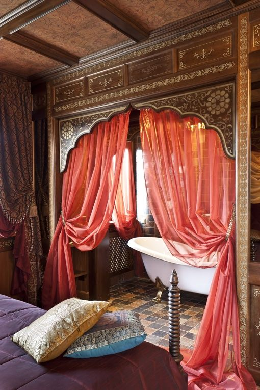 14-pink-curtains-a-purple-bedspread-colorful-tiles-for-creating-an-ambience