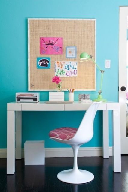 15-bold-modern-study-space-with-a-sleek-white-desk-and-a-pinboard