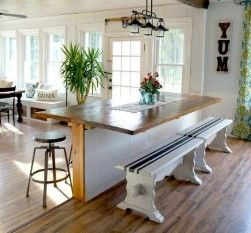 16-Breakfast-table-used-to-makr-the-transition-between-the-floors
