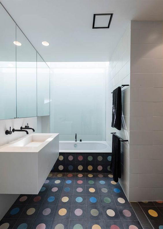 16-colorful-polka-dot-floor-tiles-that-also-cover-the-bathtub