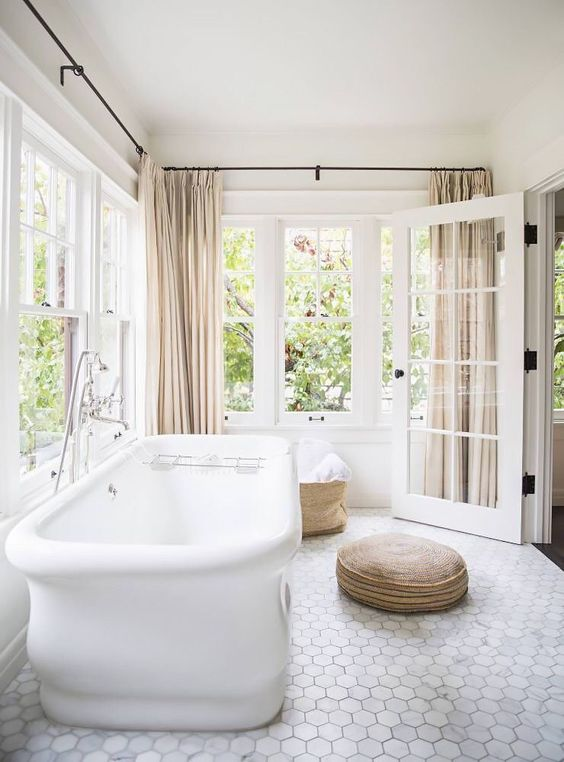 16-marble-hex-tile-floors-make-this-bathroom-more-refined