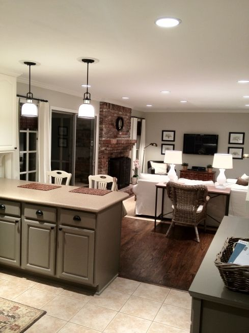 17-Traditional-kitchen-island-marking-the-line-between-the-floors