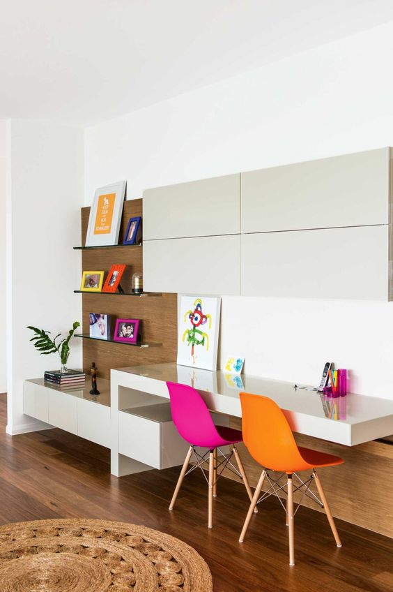 17-minimalist-study-space-with-colorful-touches