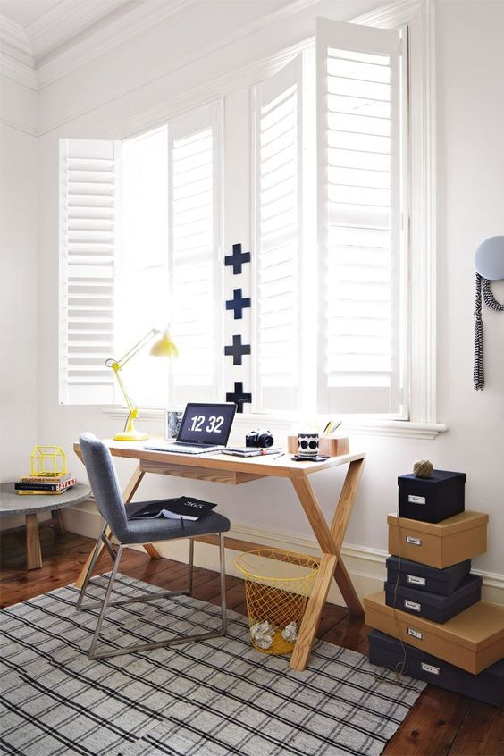 17-modern-study-space-with-a-wooden-desk-and-bold-touches