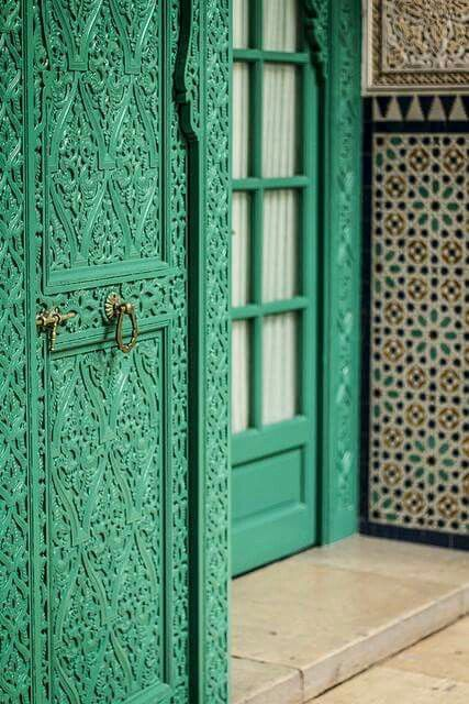 18-bold-carved-doors-add-an-exotic-feel