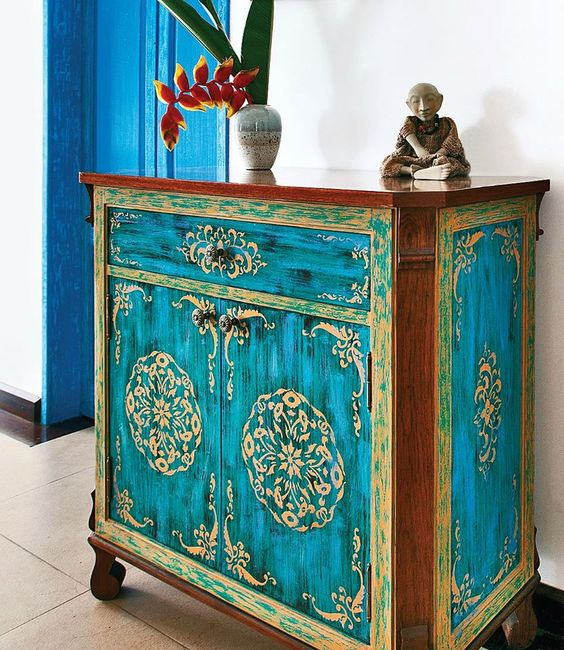 19-adorably-hand-painted-cabinet
