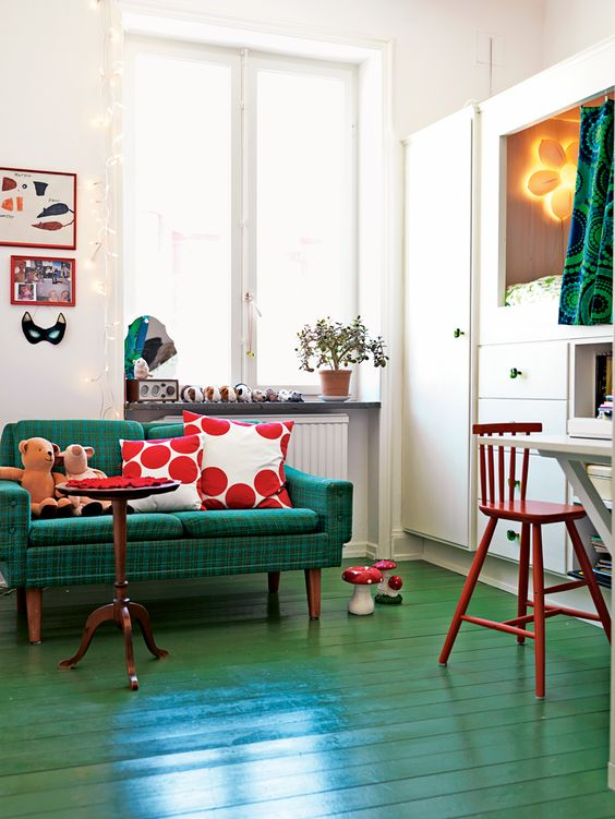 20-Green-painted-floors-and-couch-with-red-pillows