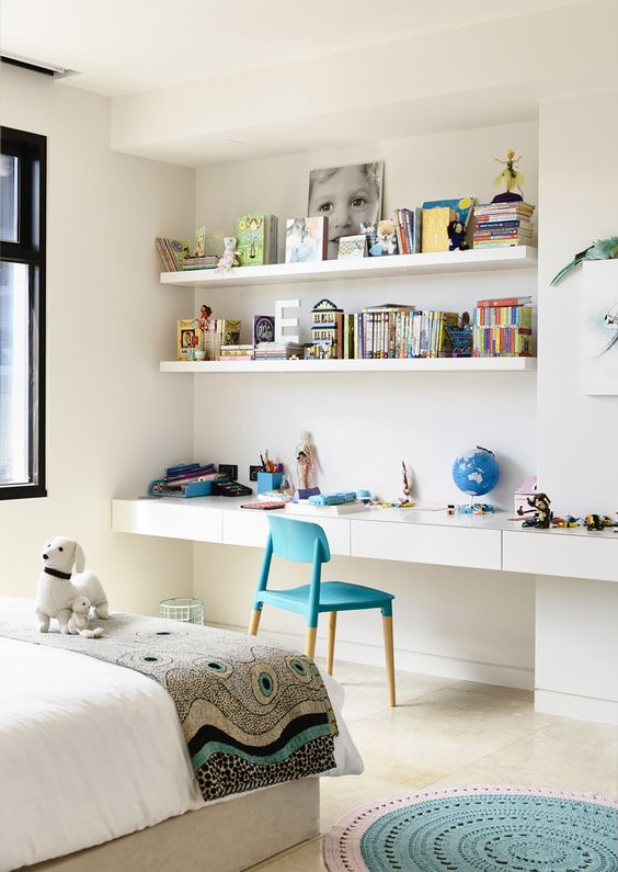 20-open-shelves-and-a-desk-top-along-the-whole-wall