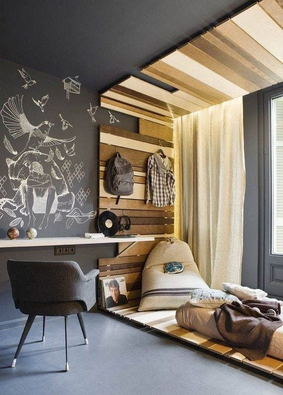 20-wall-mounted-desk-top-with-a-chalkboard-wall-for-making-notes