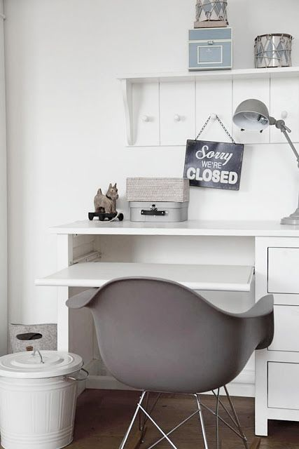 21-all-white-study-with-several-shelves-and-drawers