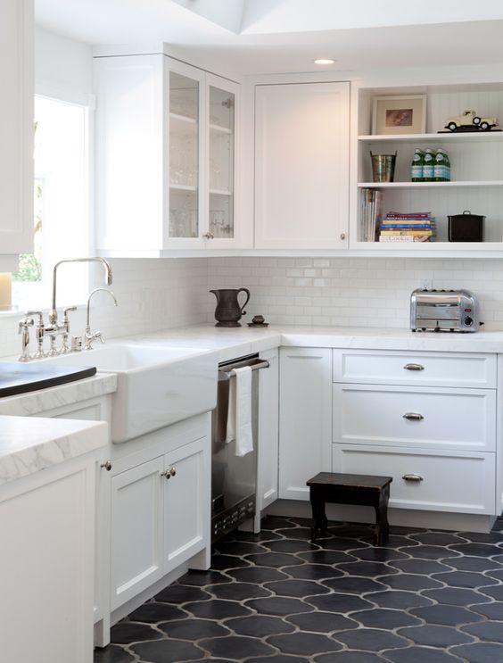23-black-Moroccan-style-tiles-for-a-mid-century-modern-kitchen