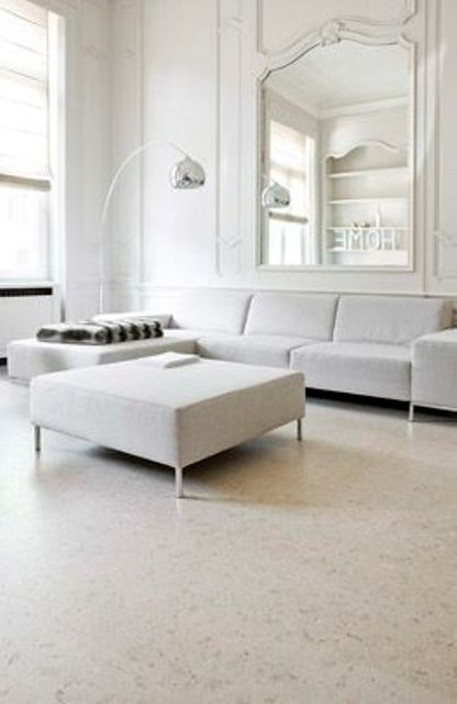 24-pastel-living-room-with-light-colored-cork-floors