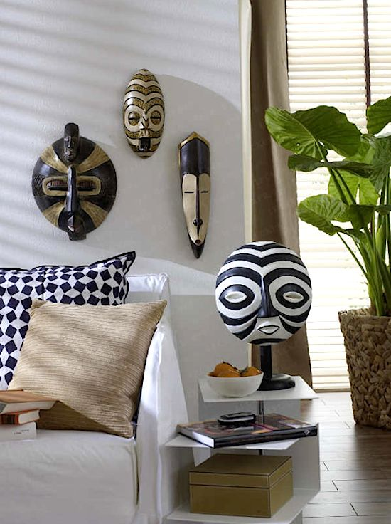 26-Painted-wooden-masks-in-an-Africa-inspired-living-space
