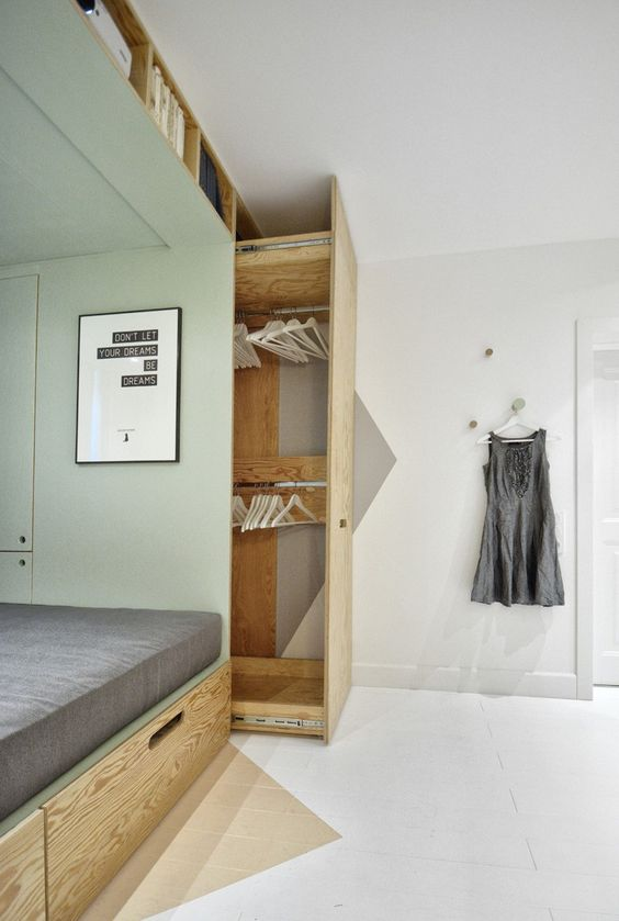 27-pull-out-closet-solution-next-to-the-bed
