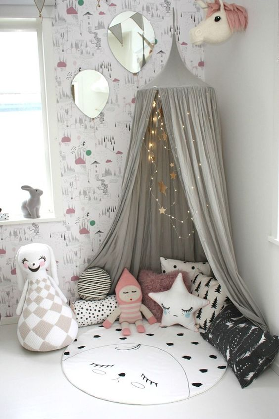 29-little-play-nook-with-a-teepee-and-favorite-toys