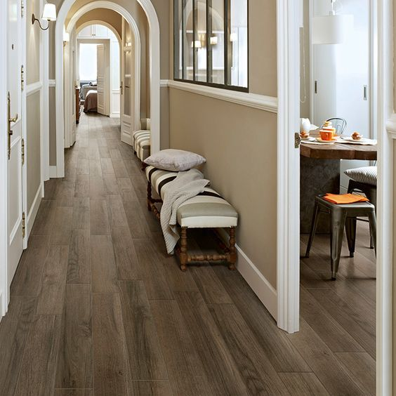 29-porcelain-plank-tile-with-a-classic-hardwood-look