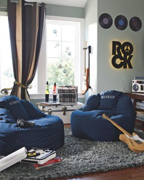 33-music-themed-hangout-space-by-the-window