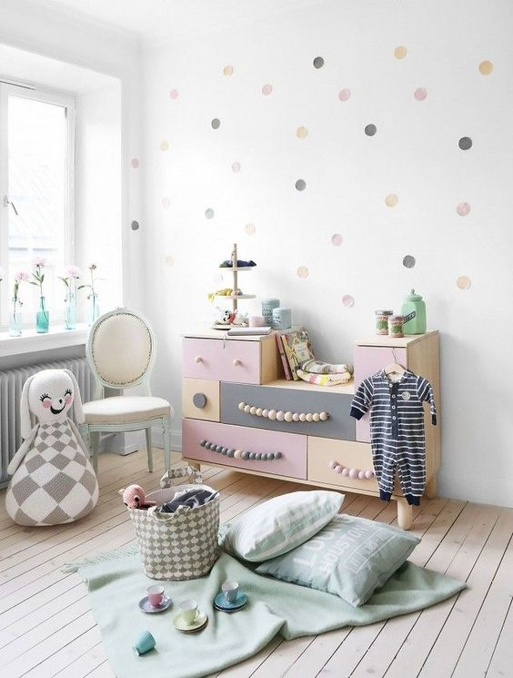 33-pastel-sideboard-with-wooden-bed-handles-for-a-little-girl