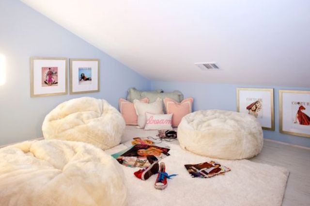 34-attic-hangout-nook-with-faux-fur-beanbag-chairs